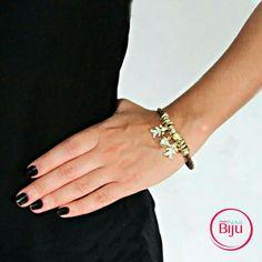 Para as  mamães  de meninas temos  essa  pulseira de couro  legítimo  que  é  a coisa  mais  linda,  vale a homenagem  ao seus tesouros! Confira  essa e outras pulseiras de couro  em nosso  site,  link  na bio! #minhanovabiju #acessoriosfemininos #acessorios #pulseirismo #mixdepulseiras #pulseiradecouro #courolegitimo #couro #moda #handmade #style #trend #bijuterias #bijuteriasfinas #lojaonline #salvadorbahia #entregamosparatodobrasil