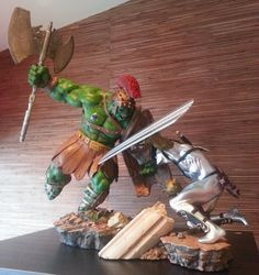 Green Scar vs Silver Savage Diorama ( Planet Hulk ) Sideshow Collectibles