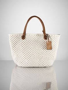 Aprendiz de Crocheteiras: Bolsas de Crochê no Universo Fashion – Moda Crochê Shop Women's Ralph Lauren Collection Totes on Lyst.Ralph Lauren Cotton Crochet Tote in Whitewhite crochet bag with leather handlesI knew Ralph Lauren had taste. Crochet Tote, Crochet Handbags, Crochet Purses, Cotton Crochet, Handbag Patterns, Macrame Bag, Knitted Bags, Crochet Accessories, Handmade Bags