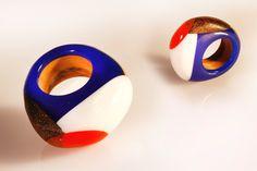 Anello astratto, in resina e legno, gioiello colorato, legno wenge e univo, intarsiato a mano, anello artigianale per lei, made in italy di SPhandmadejewelry su Etsy
