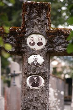 Antique memento mori cross grave marker with photos of the dead Cemetery Monuments, Cemetery Statues, Cemetery Headstones, Old Cemeteries, Cemetery Art, Graveyards, Unusual Headstones, La Danse Macabre, Post Mortem Photography