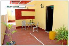 Detalle  de la entrada a  la habitación 1. Patio, Trinidad, Basketball Court, Entryway, Terrace