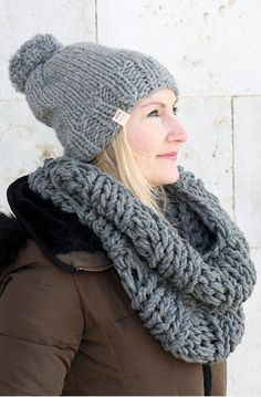 Infinity Scarf And Hat Pattern : Make a super chunky infinity scarf and matching hat with this free knitting pattern. This pattern is great for any beginner knitters! Infinity Scarf Knitting Pattern, Chunky Knitting Patterns, Free Knitting, Hat Patterns, Chunky Infinity Scarves, Knitted Hats, Crochet Scarfs, Monarch Butterfly, Butterfly Dragon