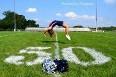 Cheerleading senior pictures- with a backtuck instead - Skylar Delaney - Photo Cheerleading Senior Pictures, Cheerleading Poses, Senior Cheerleader, Cheer Team Pictures, Cheerleading Cheers, Cheer Poses, Football Cheer, Cheer Coaches, Cheer Stunts