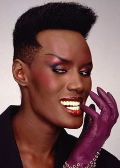 Grace Jones is truly a natural hair icon. Alot of the trendy hairstyles you see now- like shaved off on the side, mohawks, etc…came from Grace Jones. Grace Jones, Photo Star, Josephine Baker, Actors, Amazing Grace, Black Is Beautiful, Beautiful People, Beautiful Women, Beautiful Eyes