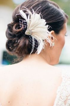 Pour votre mariage, chaque petit détail compte. De votre manucure au maquillage en passant par la coiffure, tout doit être parfait...