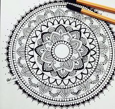 Back to the classics arty mandala art, mandala drawing и man Mandala Doodle, Henna Mandala, Mandala Dots, Zen Doodle, Doodle Art, Geometric Patterns, Doodle Patterns, Zentangle Patterns, Zentangles