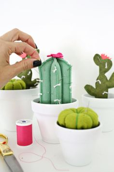 diy pin cushions Cactus Pincushion DIY - A Beautiful Mess Sewing Tutorials, Sewing Crafts, Sewing Projects, Craft Projects, Sewing Diy, Cute Crafts, Felt Crafts, Diy And Crafts, Do It Yourself Inspiration