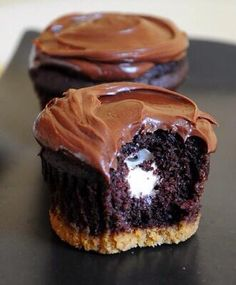 Cookie and brownie cupcakes with marshmallow inside