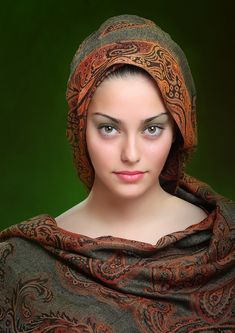 Women's eyes are the most beautiful weapon; and sometimes we (men) kill ourselves by this weapon willingly. Beautiful Muslim Women, Beautiful Hijab, Beautiful Indian Actress, Beautiful Eyes, Simply Beautiful, Beauty Full Girl, Beauty Women, Muslim Beauty, Models