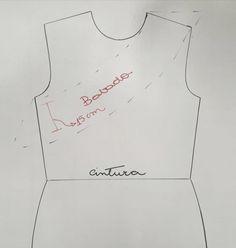 VESTIDO EVASÊ E BABADO DE UM LADO SÓ. – SIHBLOG Babe, Sewing Patterns, Couture, Detail, Blazers, Women, Dress, Fashion, Ruffled Dresses
