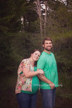 gorgeous couples maternity session. They were so pretty