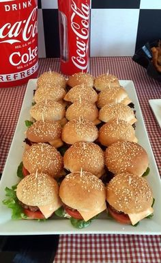 Mini Gourmet Hamburgers for a Party Hamburgers Gastronomiques, Gourmet Hamburgers, Gourmet Burger, 18th Birthday Party, 50th Party, Birthday Dinners, Teen Birthday, Sports Birthday, Steak Au Poivre