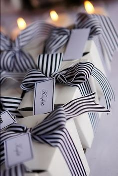 french boxes + black and white ribbon. Creative way to wrap favors Noel Christmas, White Christmas, Christmas Gifts, Christmas Decorations, Black And White Ribbon, Navy And White, White Paper, White Bows, Pretty Packaging