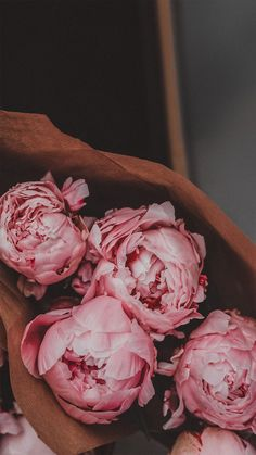 I love love love Peonies! Peonies Wallpaper, Frühling Wallpaper, Flower Background Wallpaper, Flower Phone Wallpaper, Flower Backgrounds, Aesthetic Iphone Wallpaper, Nature Wallpaper, Aesthetic Wallpapers, Flower Aesthetic