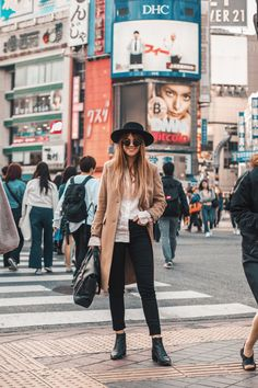 Pin by hana k on fashun in 2019 стиль Winter Travel Outfit, Winter Outfits For Work, Winter Outfits Women, Outfit Winter, Winter Clothes, Shibuya Style, Shibuya Tokyo, Japan Street, Tokyo Street Style