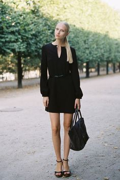 Perfect all black outfit and sleek pony
