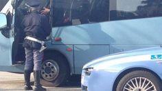 """Offerte di lavoro Palermo  Gli alunni della media """"Gentili"""" partiti per Ficuzza solo dopo l'arrivo di un altro conducente  #annuncio #pagato #jobs #Italia #Sicilia Palermo: bus per gita scolastica bloccato da Polstrada autista non in regola"""