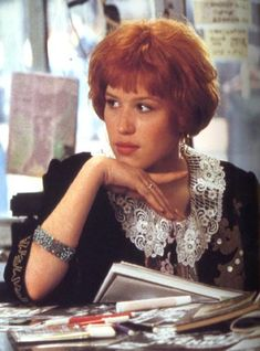 The character Andi in Pretty in Pink, as played by Molly Ringwald