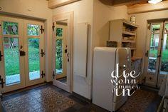 #ferienhaus #cottage #kellerstöckl #wineyard #fenster #window #landhausstil #vintage #countryside #weingarten #austria #südburgenland Tiles, Divider, Room, Vintage, Furniture, Home Decor, Cottage Chic, Cottage House, Windows