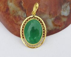 Vintage 980 Solid Gold Natural Oval Apple Green Jadeite Jade Filigree Pendant by on Etsy Tarin, Jade Necklace Pendant, Jewelry Patterns, Jewelry Ideas, Diamonds And Gold, Jade Jewelry, Gold Jewellery Design, Stylish Jewelry, Solid Gold