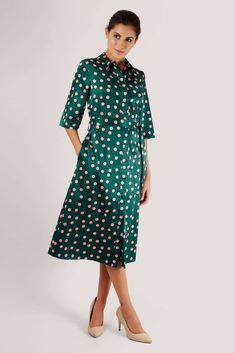 This easy-to-wear Closet shirt dress in a vibrant green with pink polka dots is perfect for weekends or days out in the city. Style yours with dark Lilac Roses, London Free, Edgy Look, Pink Polka Dots, Collar Shirts, Night Out, Cold Shoulder Dress, Shirt Dress, Boutique