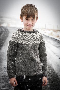 Ravelry: Kuldi Lopi Sweater pattern by Unnur Eva Arnarsdóttir Kids Knitting Patterns, Knitting For Kids, Baby Knitting, Icelandic Sweaters, Aran Weight Yarn, Fair Isle Knitting, Baby Kind, Fair Isle Pattern, Lana