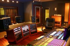 Sound Construction & Supply custom recording studio furniture is based on design variations of our production studio desks, studio racks, and IsoBox™. Recording Studio Furniture, Recording Studio Setup, Recording Studio Equipment, Audio Studio, Music Studio Room, Feng Shui, Home Music, Custom Consoles, Galaxy Note