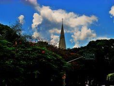 Catedral - vista pela avenida Cerro Azul
