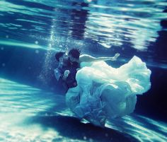 Awesome under water trash the dress session