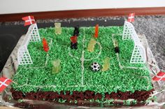 Marias Madside: Fodboldkage - chokoladekage Gingerbread, Kids Rugs, Diy Crafts, Birthday, Party, Anton, Makeup, Life, Food Cakes