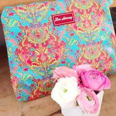 Beautiful Bags, Lily Pulitzer, Cosmetics, Pretty, Pink, Products, Pink Hair, Roses, Gadget