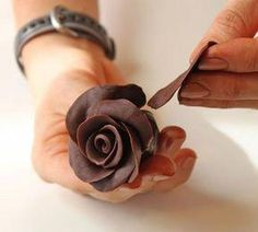 How to Make Gorgeous Chocolate Roses: A Photo Tutorial: Add Five More Petals Around the Rose Fondant Flower Cake, Fondant Rose, Fondant Cakes, Fondant Baby, Marshmallow Fondant, Homemade Chocolate, Chocolate Art, Chocolate Bowls, Noel