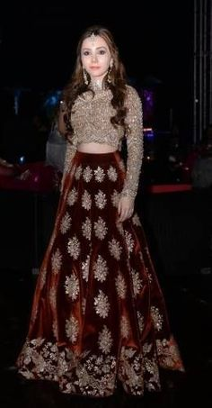 Get yourself dressed up with the latest lehenga designs online. Explore the collection that HappyShappy have. Select your favourite from the wide range of lehenga designs Indian Bridal Wear, Pakistani Wedding Dresses, Indian Wedding Outfits, Pakistani Outfits, Bridal Outfits, Indian Dresses, Eid Outfits, Fashion Vestidos, Fashion Dresses