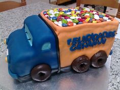 Birthday Cakes - Esta tarta es el regalo que le hizo mi prima a su novio, así que la hicimos a medias