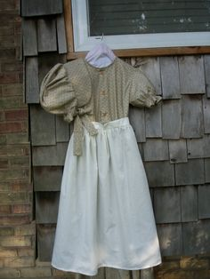 Girls or Teen  Pioneer Dress  Bonnet apron