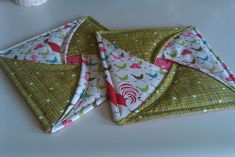 Tutorial is here:  http://sweetp-paulette.blogspot.com/2011/06/tutorial-by-delores.html -- Sweet P Quilting and Creations
