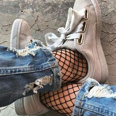 Le retour des résilles.   #puma #pumaheart #pumasuede #grey #sneakers #sneakersaddict #glitter #influencer #fashion #musthave #girly #girlythings #girlsonfire #girlsonmyfeet #yesfootwear #jean #urban #urbanstyle #style #outfit #otd #outfitoftheday #minimalmovement #fishnets #snkraddicted