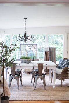 New backyard table and chairs dining rooms Ideas Farmhouse Style Dining Table, Dining Room Table Decor, Living Room Chairs, Table And Chairs, Living Room Furniture, Farmhouse Decor, Room Decor, Wicker Furniture, Furniture Stores