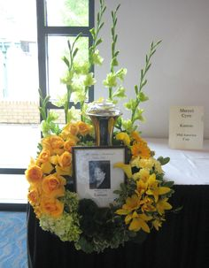 Memorial Flowers Entry for the Mid American Cup by Sherri Cyre, Kansas Arrangements Funéraires, Funeral Floral Arrangements, Funeral Sprays, Funeral Urns, Casket Sprays, Grave Decorations, Funeral Tributes, Funeral Planning, Memorial Flowers