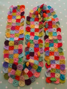Little Granny Squares Scarf,  step-by-step pattern. crafty-like-a-fox