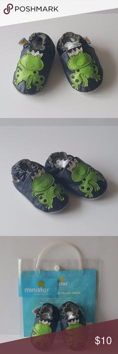 """Ministar Bobux Leather Baby Shoes - S (0-6 Months) Ministar Designs by Bobux Leather Baby Shoes - Navy with Green Frog Princes - Size S (0-6 Months) - VGUC (Very Good Used Condition - Minimal wear to soles - Uppers in great shape - Still have original packaging (*Some blue marking on the back of the packaging as seen in the last photo*).  MEASUREMENTS:   Length of Sole (Heel to Toe) = approx. 4.5"""" Ministar Shoes Baby & Walker"""