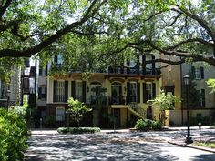 Home on Monterey Square, Savannah, Georgia by Ken Lund, via Flickr