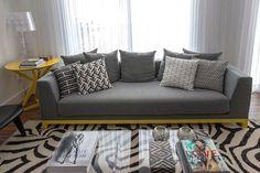 Apartamento Karine Vilas Boas (Foto: Salvadore Bussaca / Divulgação), love the deep seating.
