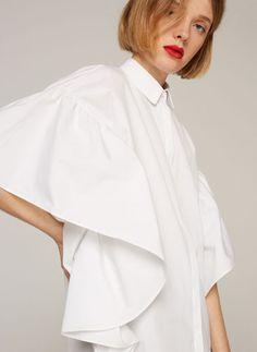 Uterqüe Germany Product Page - Kollektion - Hemden und Blusen - Hemd mit Fledermausärmeln und Volant - 85