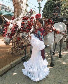 Spanish style – Mediterranean Home Decor Spanish Dress Flamenco, Flamenco Dresses, Spanish Queen, Spanish Style Decor, Spanish Holidays, Spanish Wedding, Spanish Fashion, Mediterranean Home Decor, Mexican Dresses