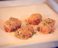 I bocconcini di salmone croccanti http://bello-buono-d.blogautore.repubblica.it/2013/10/28/le-video-ricette-bocconcini-di-salmone-croccanti/