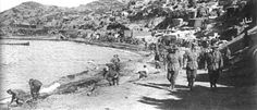 ANZAC Cove - 1915 - Anzac Cove (Turkish: Anzak Koyu) is a small cove on the Gallipoli peninsula in Turkey. It became famous as the site of World War I landing of the ANZAC (Australian and New Zealand Army Corps) on 25 April Ww1 History, Military History, World War One, First World, Anzac Memorial, Gallipoli Campaign, Anzac Cove, Anzac Day, Lest We Forget
