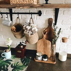Rustic Kitchen Design, Boho Kitchen, Farmhouse Kitchen Decor, Kitchen Interior, Kitchen Renovation Inspiration, Pallet Kitchen Island, Earthy Home, Bokashi, Creation Deco