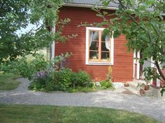 1237 Sanborn Ave In Silver Lake Swedish Cottage, Red Cottage, Garden Cottage, Home And Garden, Modern Farmhouse, Farmhouse Style, Sweden House, Red Houses, House In Nature